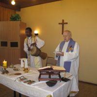 Spotkanie z ojcem Białym Otto Katte z Ugandy, który koncelebruje Mszę z ks. dr Ambrożym Andrzejakiem, 1.10.2013